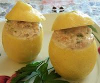 Limoni ripieni di tonno: antipasto di pesce facile e veloce da preparare
