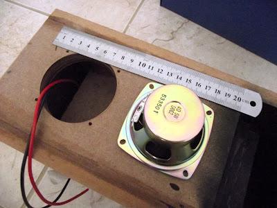 Montando o alto falante na caixa