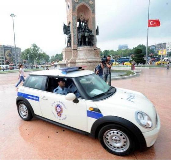 mini cooper at taksim square