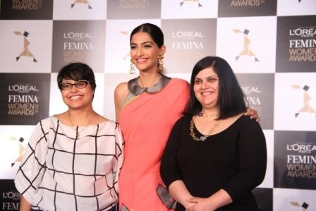 Sonam Kapoor At L'Oreal Paris Femina Women Awards 2013