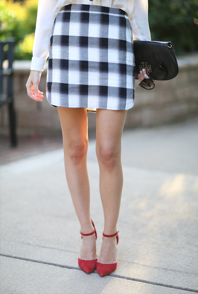 Plaid skirt outfit idea