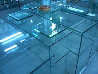 foto de aparador de vidro cristal