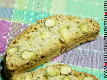 cantucci con pistacchi al profumo di limone