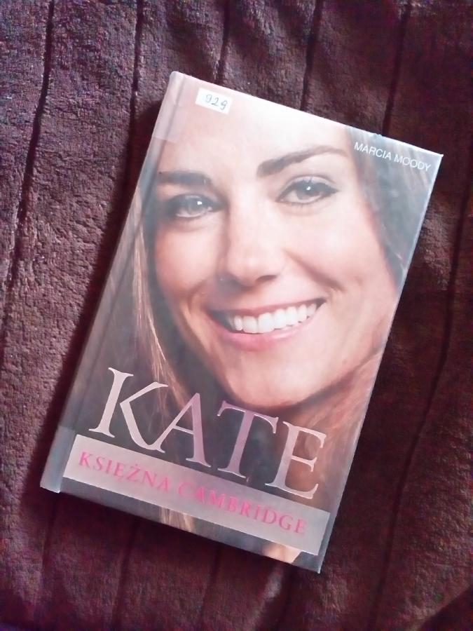 Ale Kate nadal lubię, podziwiam i podpatruję - łatwego życia to ona sobie nie wybrała... Też jest fanką Pottera, więc złego słowa o niej nie powiem :) - P_20141001_151949