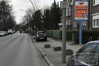 Hummelsbütteler Landstraße - Gehwegradeln und Parken erlaubt