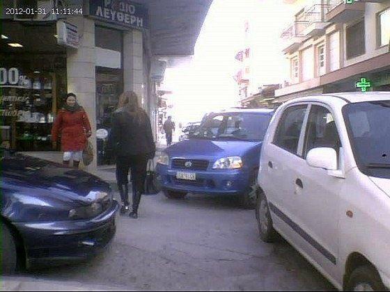Συνονθύλευμα πεζών και αυτοκινήτων