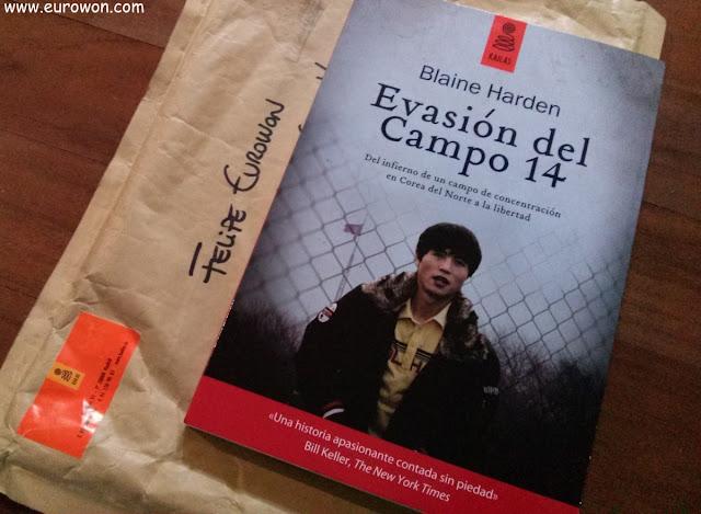 Libro con la historia de Shin Dong-hyuk