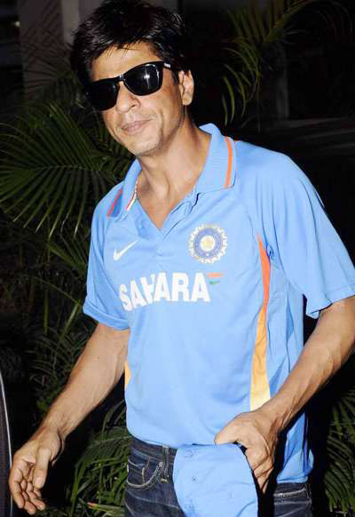  - Stars attends Shahrukh Khan&#39;s Cricket bash at Mannat