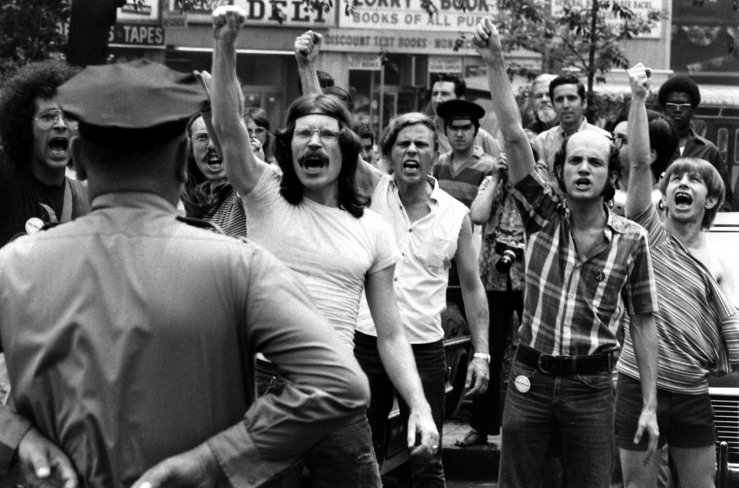 a history of the gay rights movement in america The riots following the june 28, 1969, police raid on new york city's stonewall inn did not start the discussion on gay rights, but they certainly became the catalyst for a national movement.