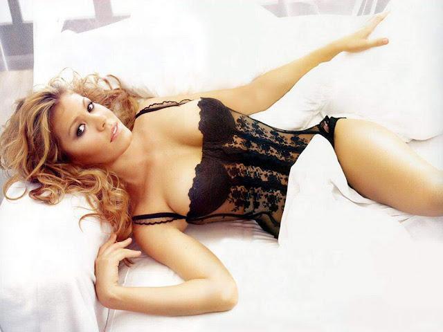 Nikki Cox Sexy in lingerie