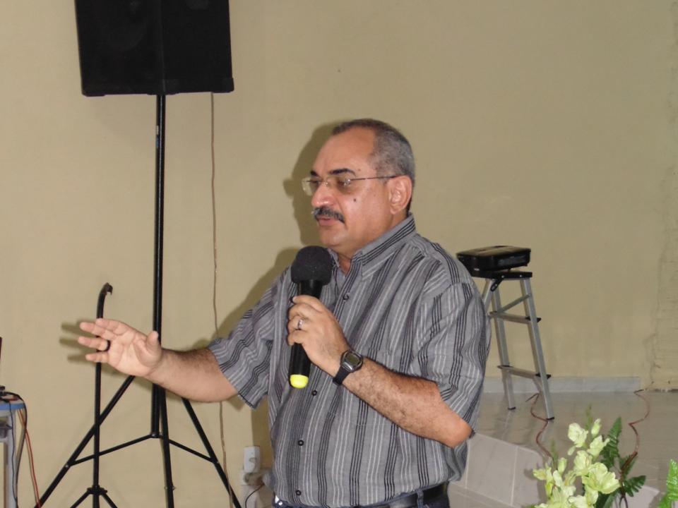 Ministrando a Devocional no Jantar de Confraternização Natalino na IEC Família Viva em 25/02/2013
