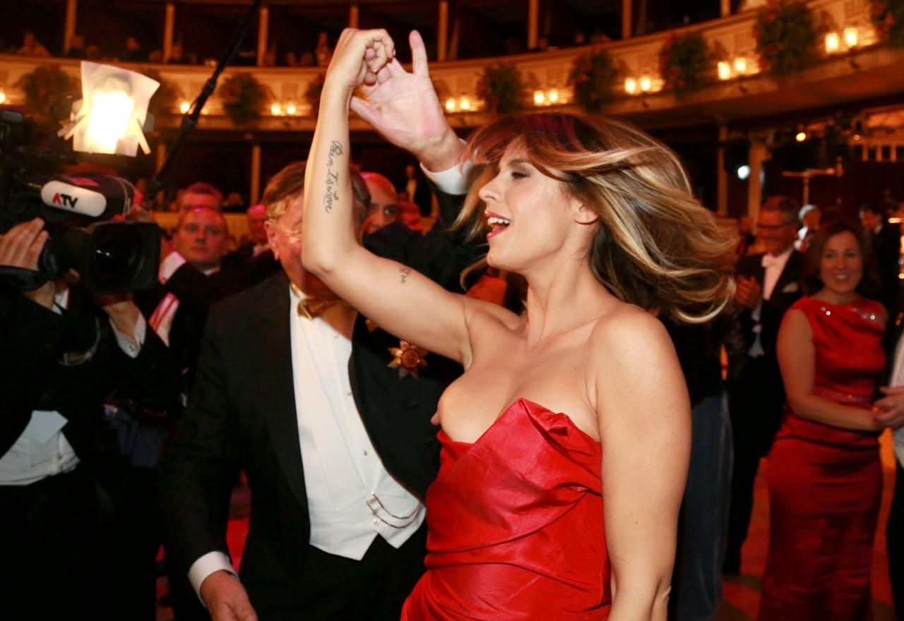 Случайно показалась грудь, Знаменитости показывают грудь в фильмах (40 видео) 2 фотография
