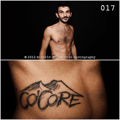 Uomo con tatuaggio. Fotografia di Michele Del Vecchio per Spazio Tangram