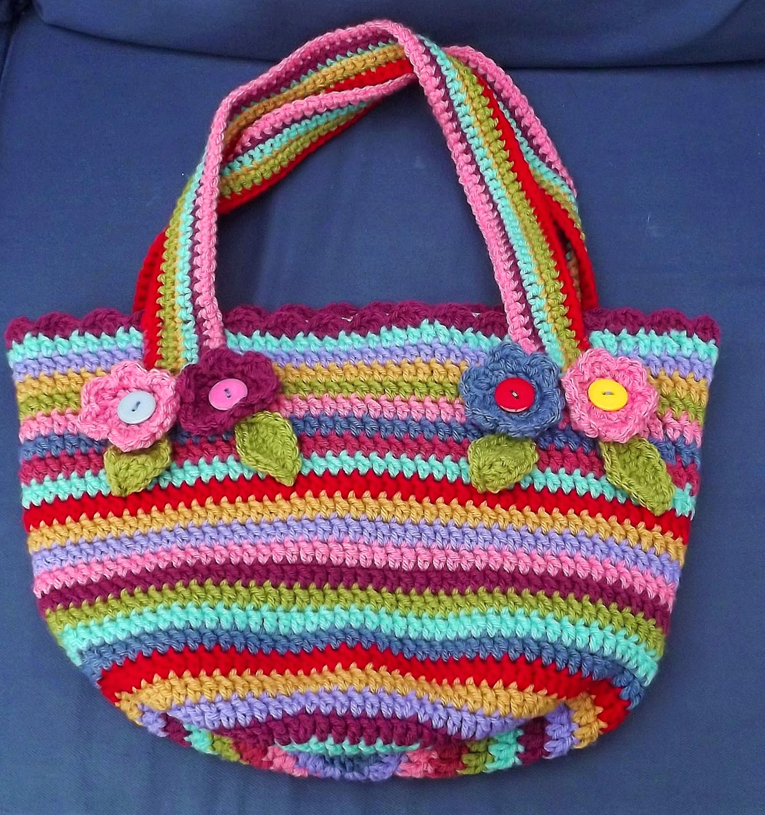 http://tillyscrafts.blogspot.co.uk/2014/07/chunky-crochet-bag.html