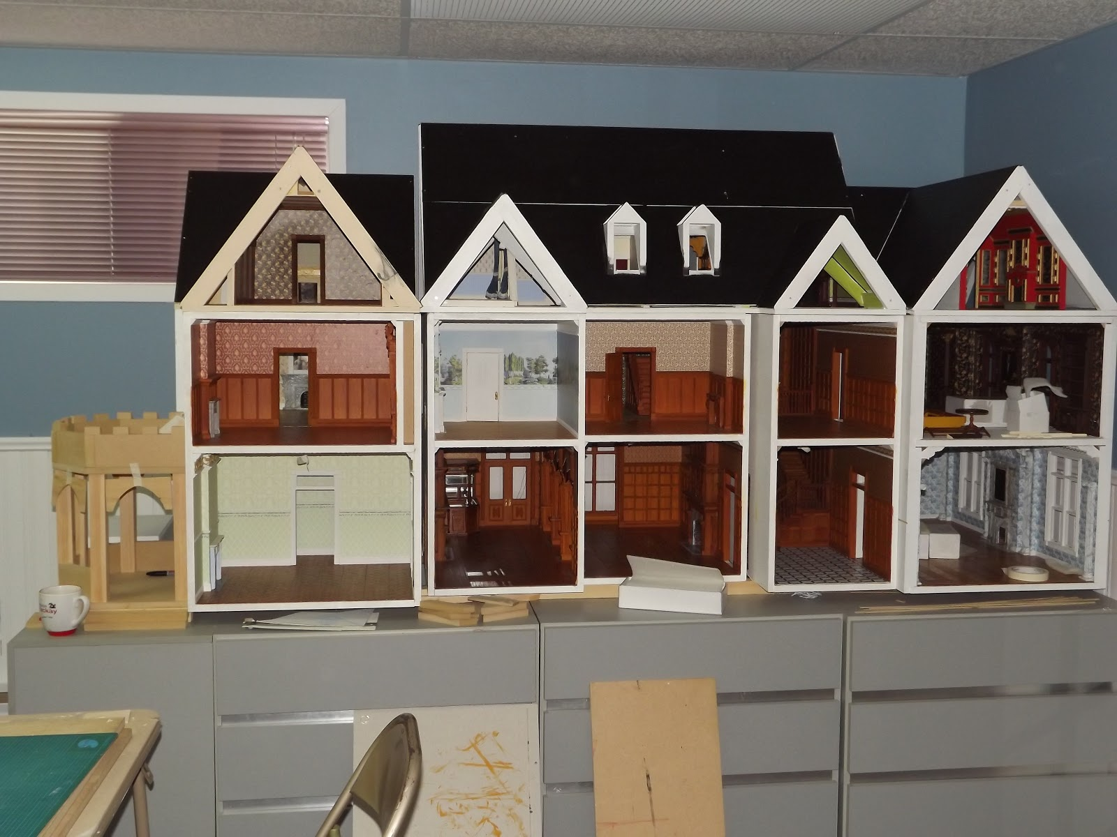 Just a small thing featured blog friday late victorian for Plan victorian dollhouse