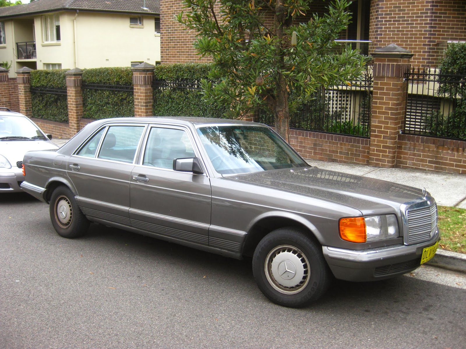 Aussie old parked cars 1985 mercedes benz w126 500 sel for 1985 mercedes benz 500sel