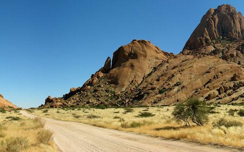 Camino en el desierto - Road in desert | haz clic para ampliar esta imagen