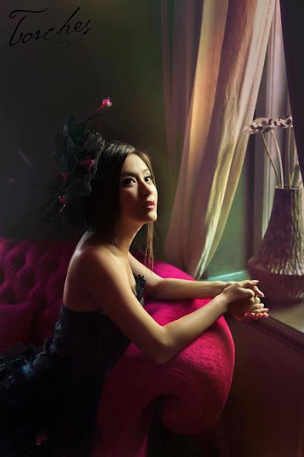 beautiful indoor portrait wut mhone shwe ye