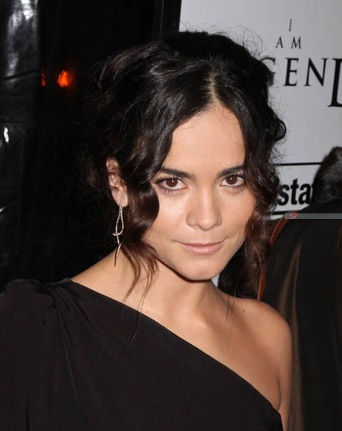 Alice Braga Hairstyle 21