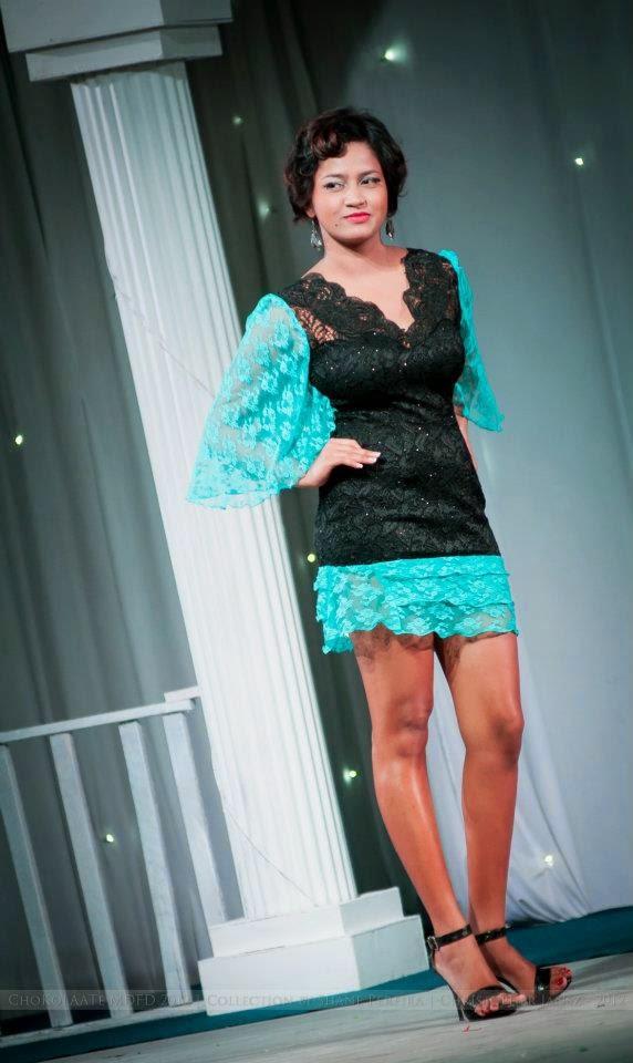 Nicolie Simpson legs