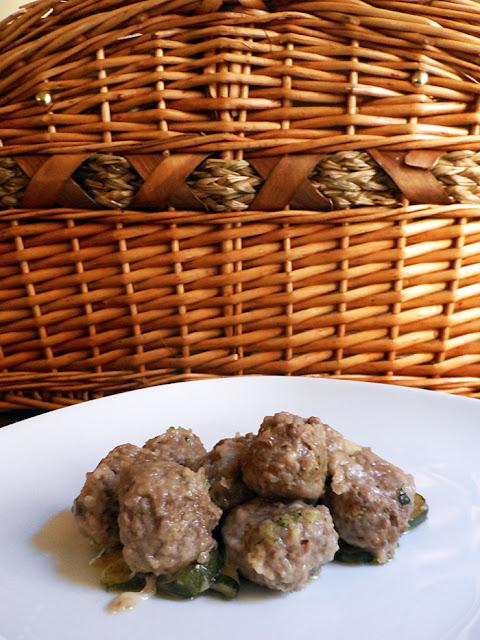polpettine alla rosa camuna e basilico con zucchine trifolate
