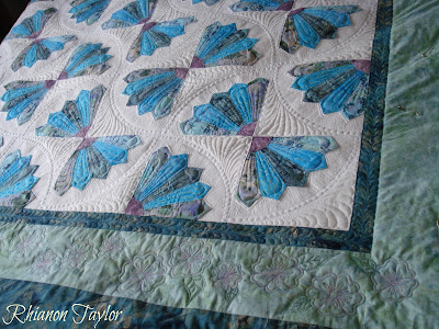 The Nifty Stitcher Grandmother S Fan Quilt The Quilting