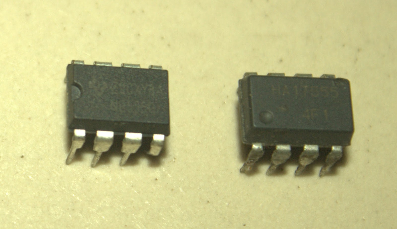 Scavengers Blog Led Flasher Using 555 Timer Ic Hobby Electronics Circuit Simple The Left One Is Ne555 Analog Right Ha 7555 Which Digital More Accurate Has Higher Voltage Range