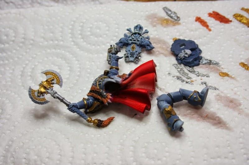 Pintura de dorados en la figura de Krom Dragongaze