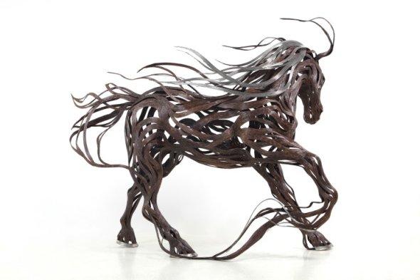 Kang Sung Hoon  esculturas de animais ao vento com tiras de metal Cavalo
