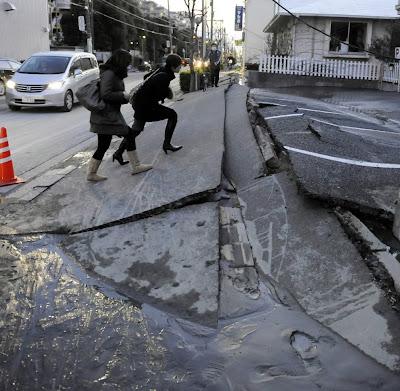 ></a><br><br><b>ACTUALIZACIÓN (Marzo 12, 2011)</b><br>Ya está aquí el acceso directo a <b>más de 30 fotografías inéditas sobre el terrermoto y el tsunami en Japón</b>. Cortesía de '<b>http://totallycoolpix.com</b>'<br><a href=