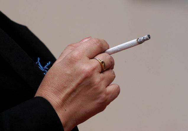 دراسة تؤكد ان التدخين يؤدي الي العمى