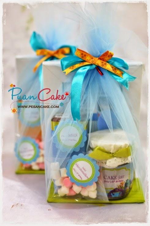 selain cake, ada paket goody bag, terdiri dari frame foto 4R, susu 200 ...