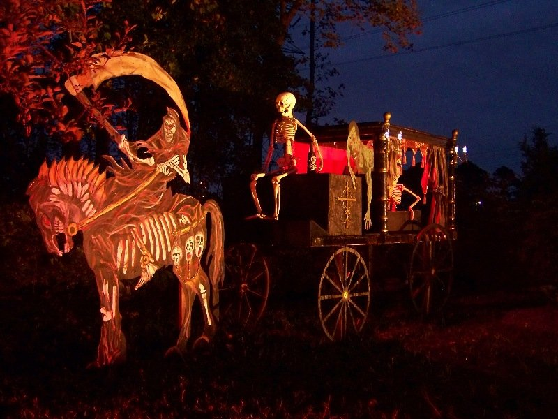 Funny image collection funny halloween light show 2012 for Home halloween decorations