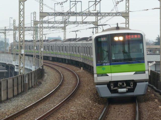 京王電鉄 各停 若葉台行き 10-300形