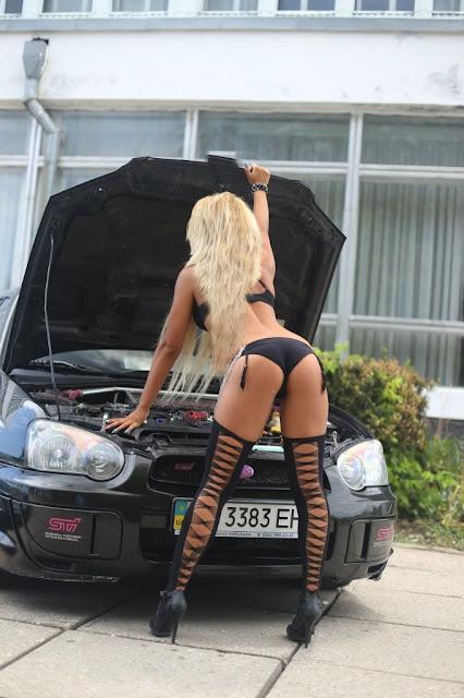 Subaru Impreza WRX STi, sportowe samochody i seksowne kobiety, zdjęcia