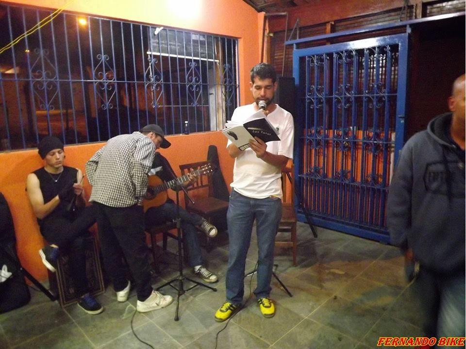 """Livro Luz Total, poema """"Para além dos muros"""""""