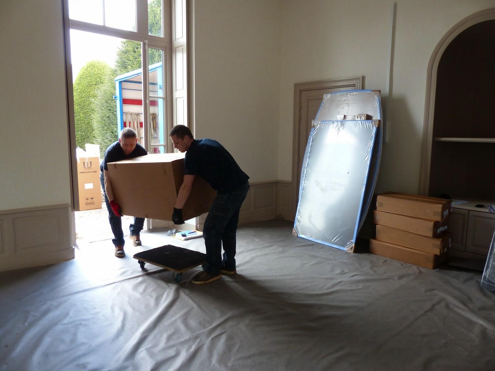 Notre dame d 39 o livraison du mobilier dans la nouvelle mairie for Mobilier bureau yves ollivier
