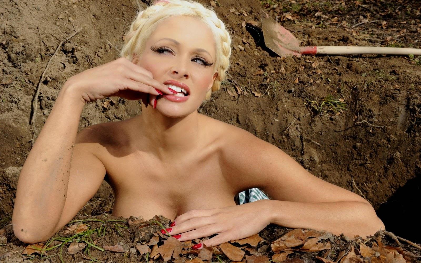Nackt Bilder : Daniela Katzenberger Nudes German TV Star   nackter arsch.com