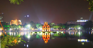 Discovering night market in Ha Noi Old Quarter