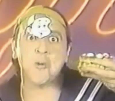 Kiko (Carlos Villagrán) apresenta os Turrones San José. Propaganda de 1988 veiculada no Peru.
