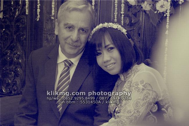 Wedding RUMI & LOUIS Versi Black White oleh Klikmg.com Fotografi   MUA : House of Aan Rias Pengantin Cilacap
