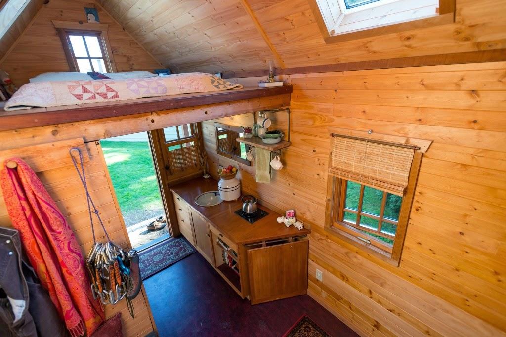 home garden vivre dans un chalet en bois. Black Bedroom Furniture Sets. Home Design Ideas