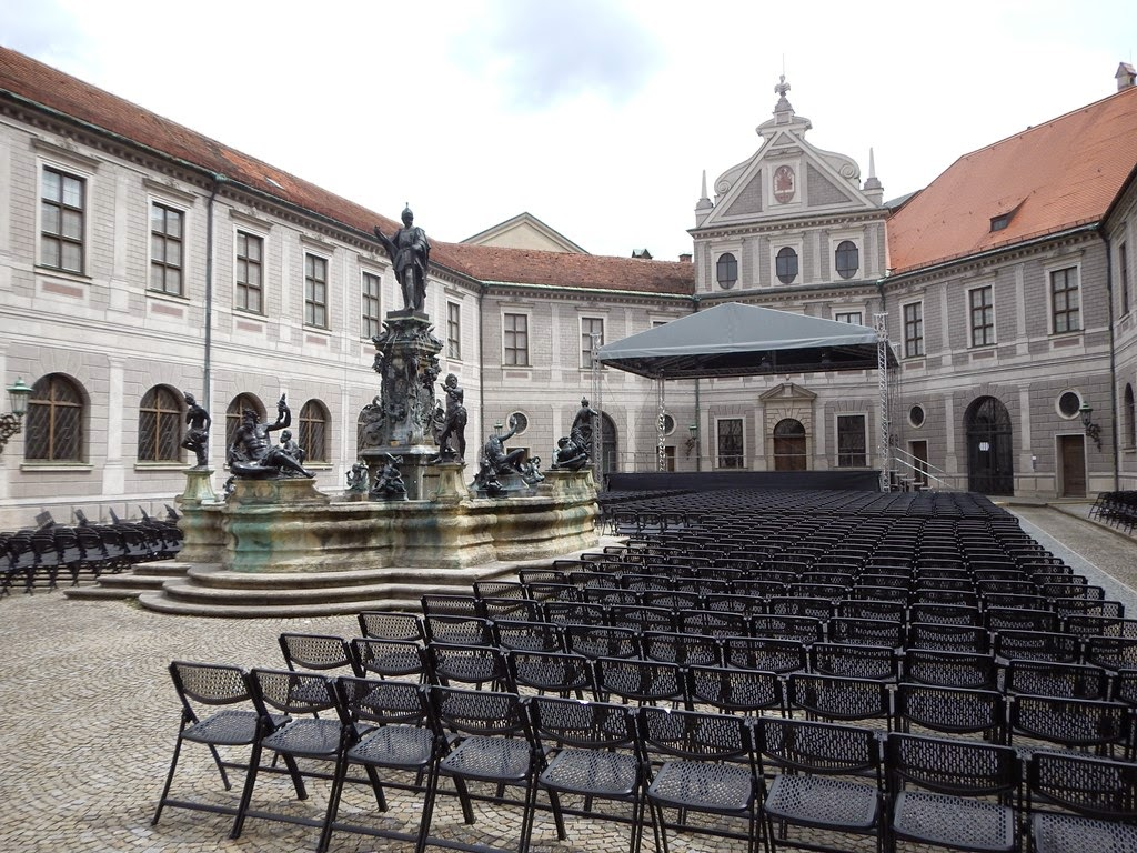 Brunnenhof Munchen concert