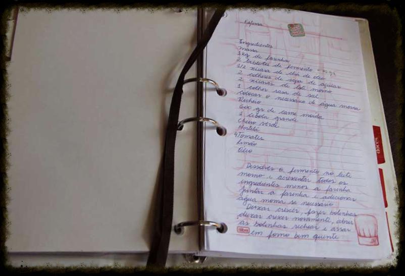 Caderno de Receitas com receita de família de esfirra