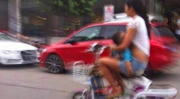 Wanita Ini Ditangkap Polisi Karena Menyusui Anaknya Sambil Bersepeda