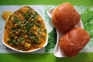 Pav bhaji recipe from sanjeev kapoors kitchen foodies nook pav bhaji recipe forumfinder Images