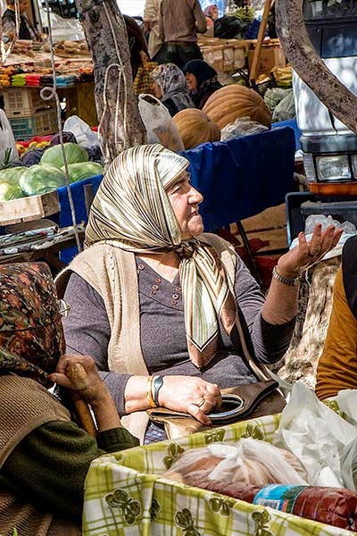 Talk Time at the Kas Market