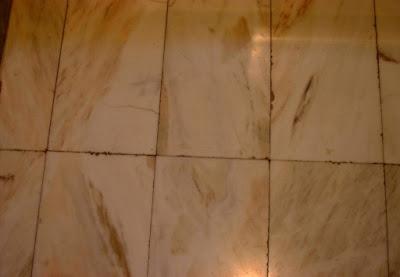 Pavimento de mármol.