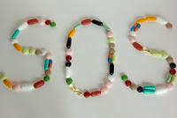 SOS gelegt mit Tabletten