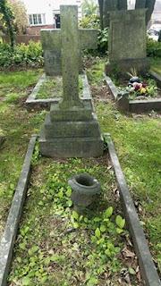 Mary Houlding's gravestone